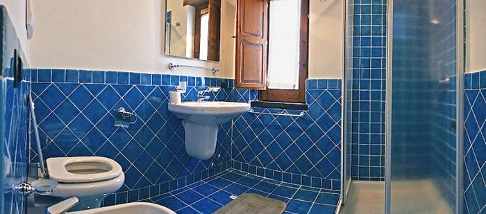 Appartamento blu a casal velino nel cilento locanda le tre sorelle cucina tipica e - Bagno nel box auto ...